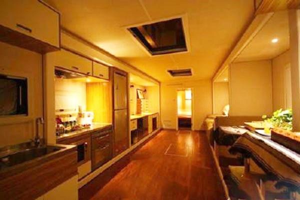 Xe sang tiện nghi như khách sạn của sao showbiz Trung Quốc ảnh 2