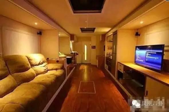 Xe sang tiện nghi như khách sạn của sao showbiz Trung Quốc ảnh 4