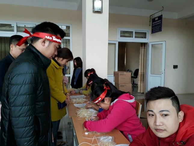 Chủ Nhật Đỏ tại Thanh Hóa: Dùng quạt sưởi ấm cho người hiến máu ảnh 1