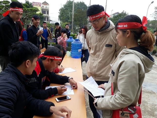 Chủ Nhật Đỏ tại Thanh Hóa: Dùng quạt sưởi ấm cho người hiến máu ảnh 3