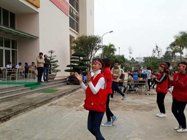 Chủ Nhật Đỏ tại Thanh Hóa: Dùng quạt sưởi ấm cho người hiến máu ảnh 5