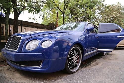 Xe Bentley vô chủ được đấu giá 1,6 tỷ đồng ảnh 1