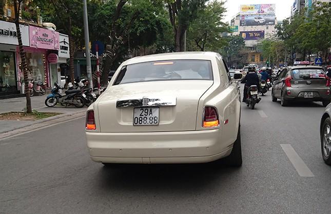 Tận thấy những biển số ô tô siêu đẹp trên đường phố Hà thành ảnh 9