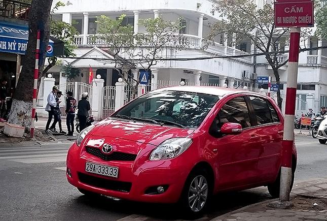 Tận thấy những biển số ô tô siêu đẹp trên đường phố Hà thành ảnh 12