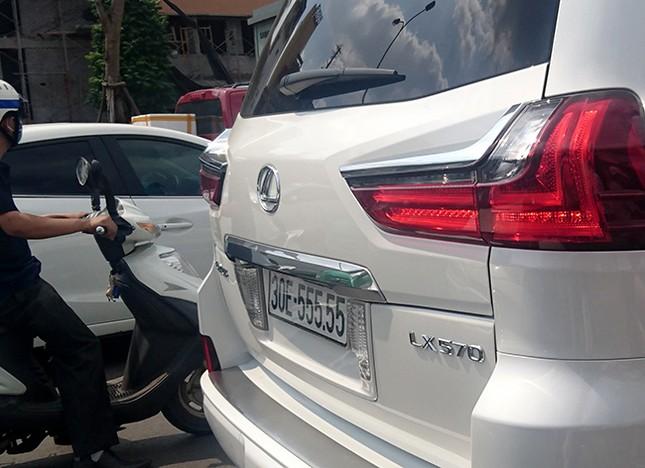 Tận thấy những biển số ô tô siêu đẹp trên đường phố Hà thành ảnh 1