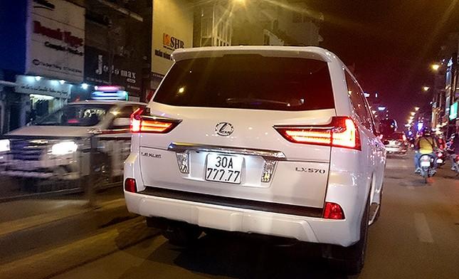 Tận thấy những biển số ô tô siêu đẹp trên đường phố Hà thành ảnh 4
