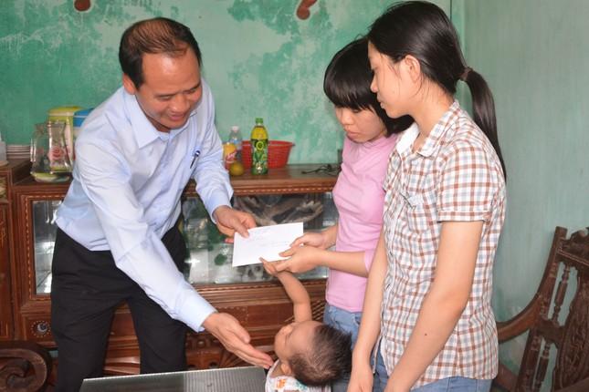 Trao quà của Thủ tướng tới chị em hiến tạng mẹ cho y học ảnh 1