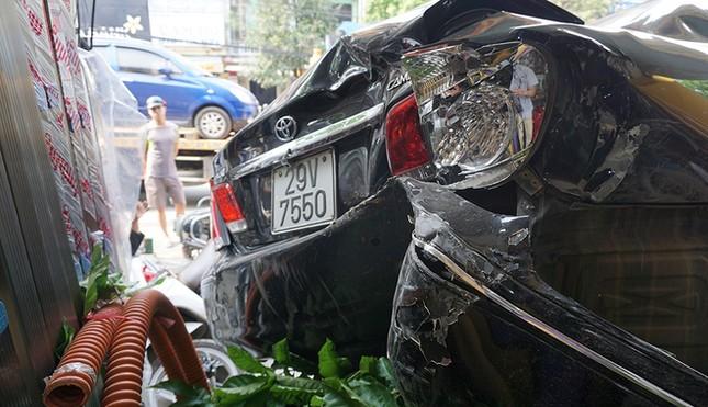 Xe Camry lùi trúng 8 ôtô, xe máy ảnh 7