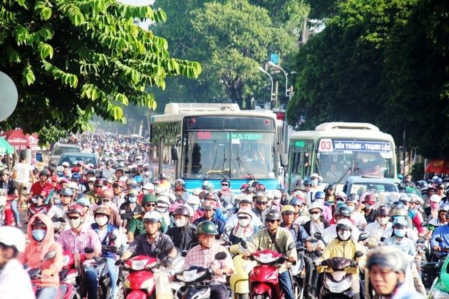 Cấm xe máy là xúc phạm 80% người dân ảnh 1