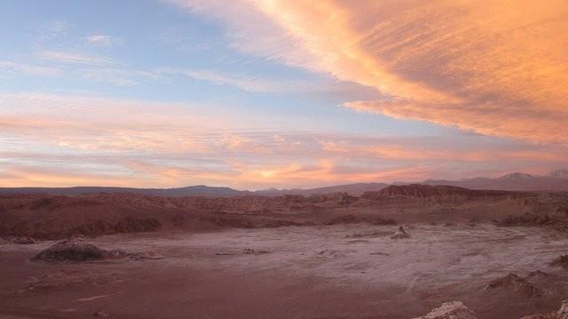 Bàn tay khổng lồ giữa sa mạc khô cằn nhất thế giới ẩn chứa điều bí ấn ảnh 1