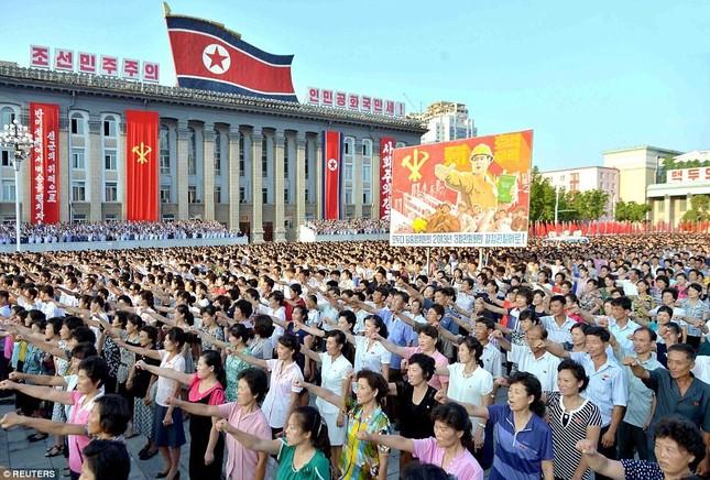 'Biển người' Triều Tiên thách thức lời đe dọa của Mỹ ảnh 1