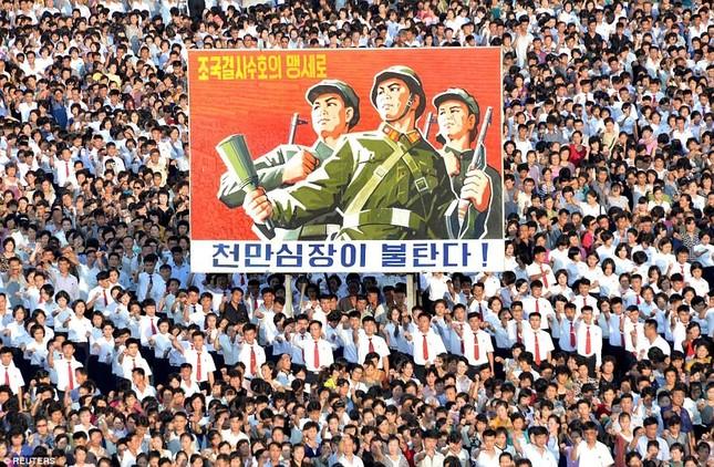 'Biển người' Triều Tiên thách thức lời đe dọa của Mỹ ảnh 3