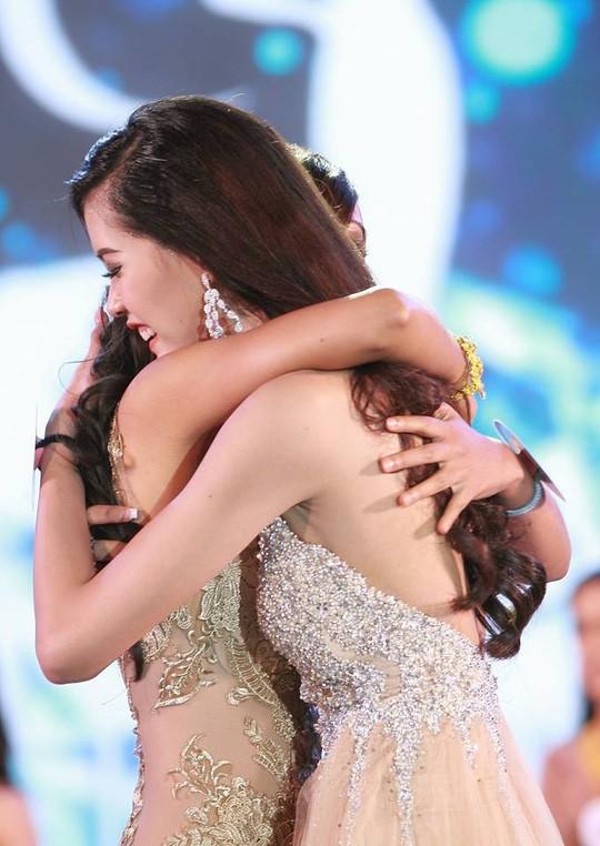 Cận cảnh nhan sắc Hoa hậu Hoàn vũ đầu tiên của Lào ảnh 1