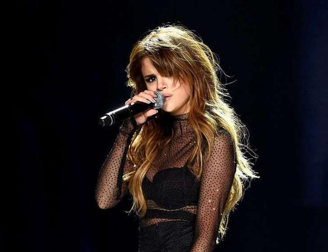 Căn bệnh bí ẩn khiến ca sĩ Selena Gomez phải ghép thận ảnh 1