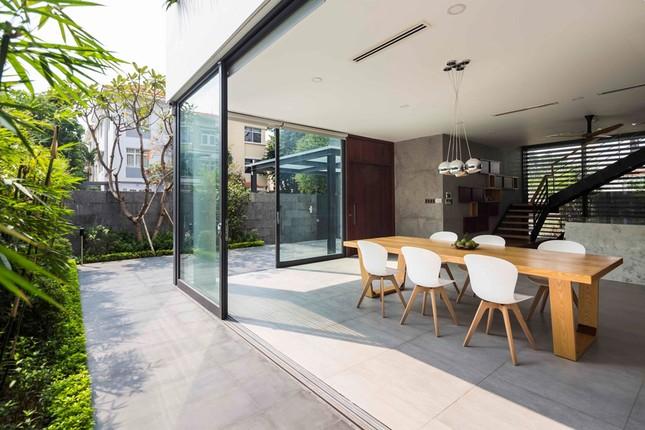 Biệt thự lấy cảm hứng từ nhà sàn ở khu nhà giàu Sài Gòn ảnh 4