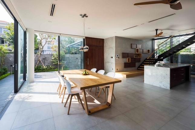 Biệt thự lấy cảm hứng từ nhà sàn ở khu nhà giàu Sài Gòn ảnh 5