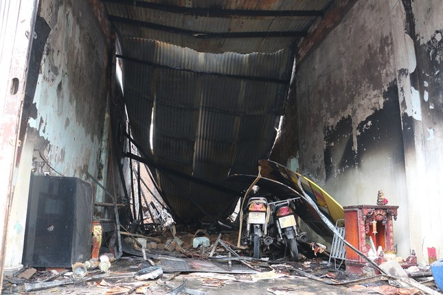 Cháy nhà lúc pha chế sơn, 3 người thương vong ảnh 1
