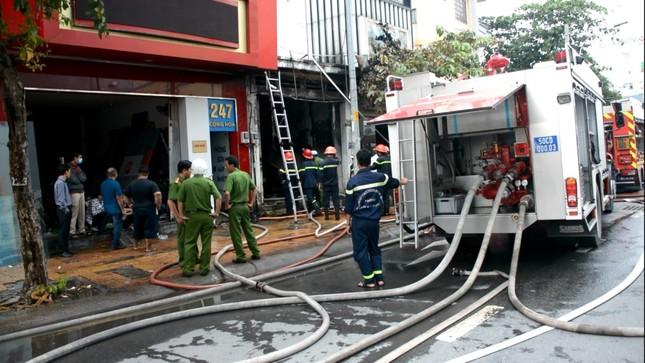 Cháy nhà lúc pha chế sơn, 3 người thương vong ảnh 3