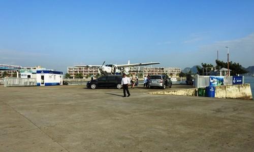 'Nữ tướng' Facebook thăm vịnh Hạ Long, đi thủy phi cơ về Hà Nội ảnh 1