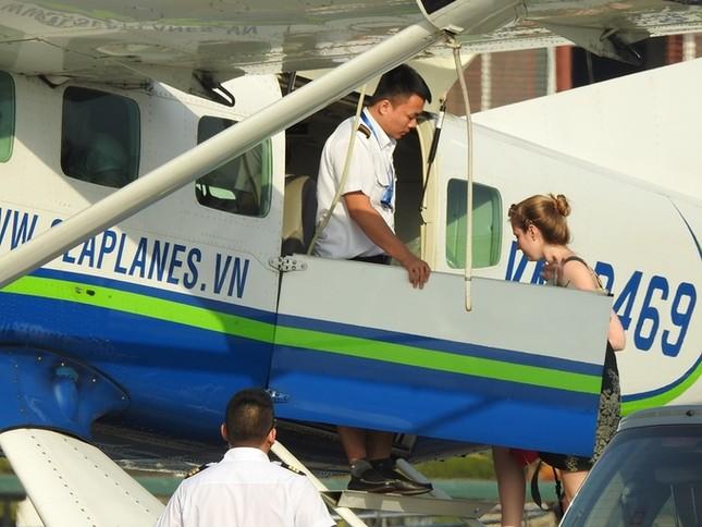 'Nữ tướng' Facebook thăm vịnh Hạ Long, đi thủy phi cơ về Hà Nội ảnh 4