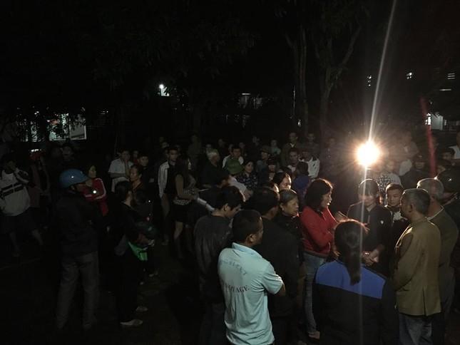 Sản phụ tử vong, hàng trăm người nhà bao vây bệnh viện trong đêm ảnh 2