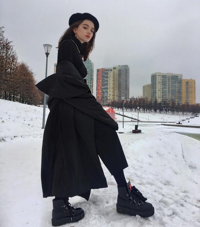 Nữ sinh Nga 14 tuổi gây tranh cãi vì vòng eo nhỏ đến khó tin ảnh 9