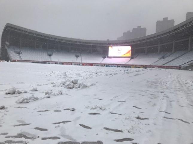 Tuyết phủ kín sân đấu trận chung kết U23 Việt Nam-U23 Uzbekistan ảnh 5