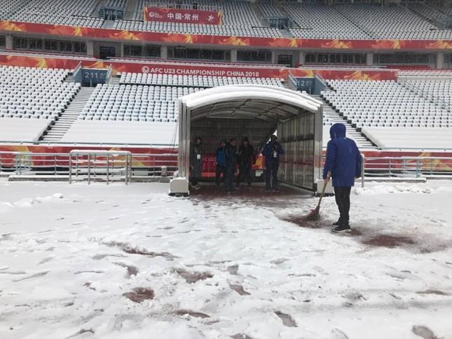Tuyết phủ kín sân đấu trận chung kết U23 Việt Nam-U23 Uzbekistan ảnh 6