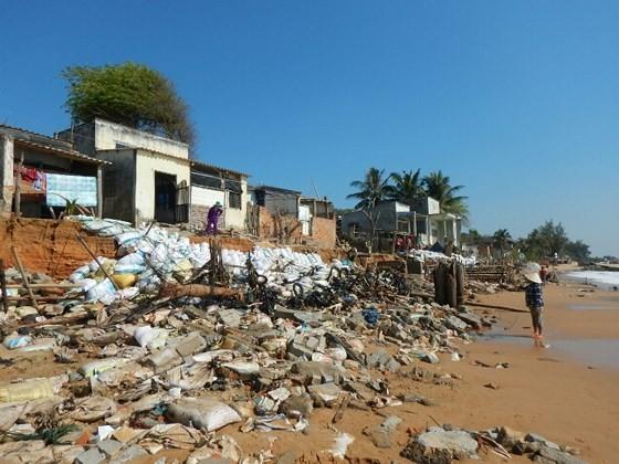 Hàng chục căn nhà có nguy cơ bị biển 'nuốt chửng' ở Phan Thiết ảnh 2