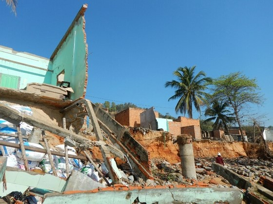 Hàng chục căn nhà có nguy cơ bị biển 'nuốt chửng' ở Phan Thiết ảnh 3