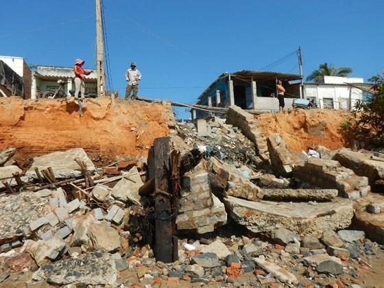 Hàng chục căn nhà có nguy cơ bị biển 'nuốt chửng' ở Phan Thiết ảnh 4
