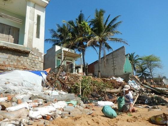 Hàng chục căn nhà có nguy cơ bị biển 'nuốt chửng' ở Phan Thiết ảnh 5