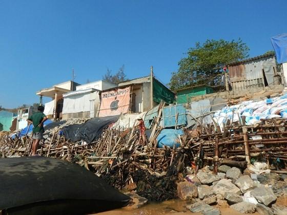 Hàng chục căn nhà có nguy cơ bị biển 'nuốt chửng' ở Phan Thiết ảnh 7