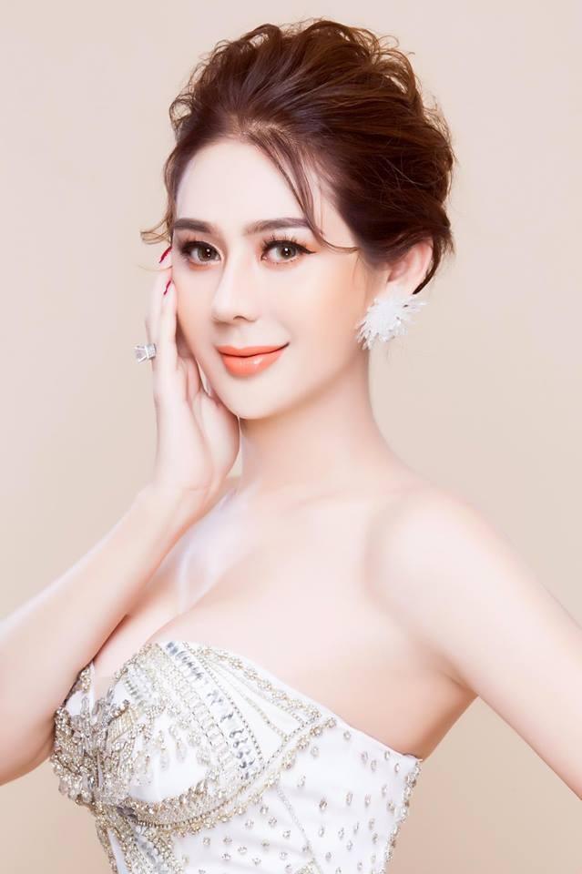 Lâm Khánh Chi tung ảnh khoe vòng 1 gợi cảm hot nhất 8/3 ảnh 5