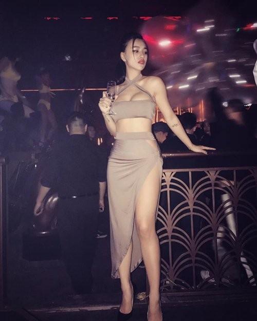 DJ Tít khoe hình thể trong những bộ trang phục táo bạo ảnh 3