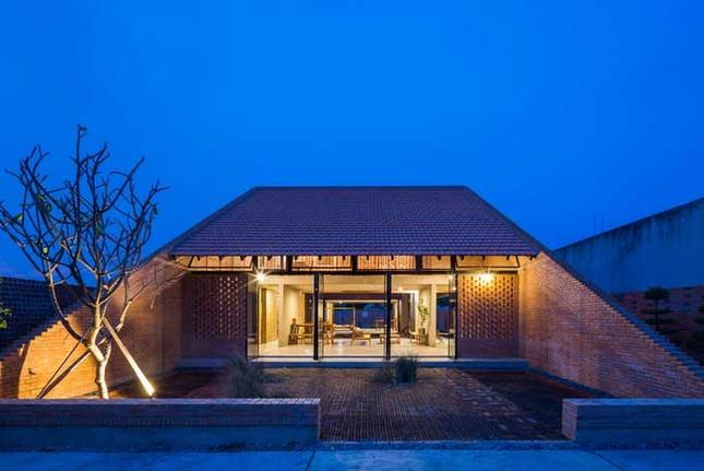 Cuộc sống thư giãn trong ngôi nhà 'thủng mái' ở Long An ảnh 4