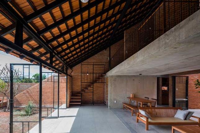 Cuộc sống thư giãn trong ngôi nhà 'thủng mái' ở Long An ảnh 5