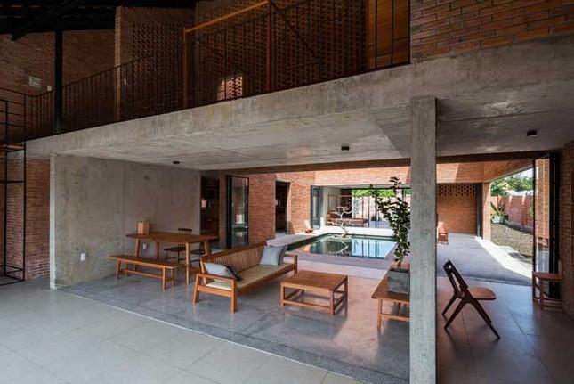Cuộc sống thư giãn trong ngôi nhà 'thủng mái' ở Long An ảnh 8