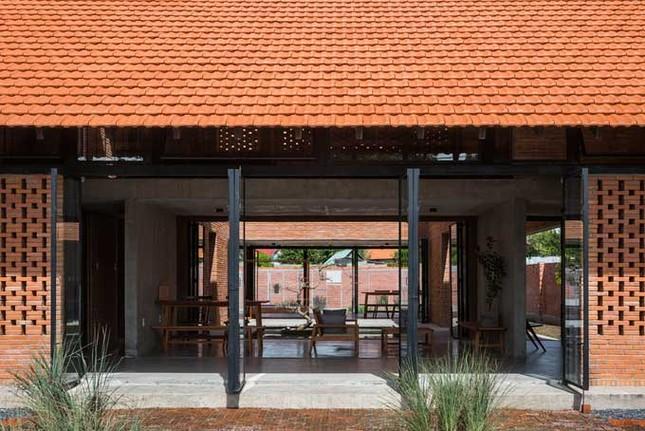 Cuộc sống thư giãn trong ngôi nhà 'thủng mái' ở Long An ảnh 9