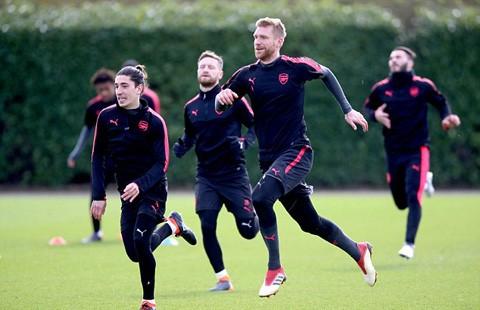 Hàng thủ Arsenal đón tin vui trước cuộc tái đấu Milan ảnh 1