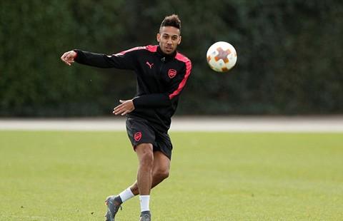 Hàng thủ Arsenal đón tin vui trước cuộc tái đấu Milan ảnh 2