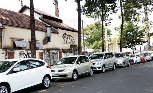 Từ ngày 1/6 phí đậu ôtô ở TP HCM tăng ít nhất năm lần ảnh 1