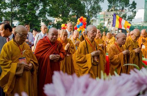 Hàng nghìn người Sài Gòn mừng đại lễ Phật đản ảnh 2