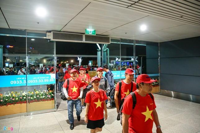 Người hâm mộ, các 'sao' 'tiếp lửa' cho Olympic Việt Nam từ mờ sáng ảnh 1