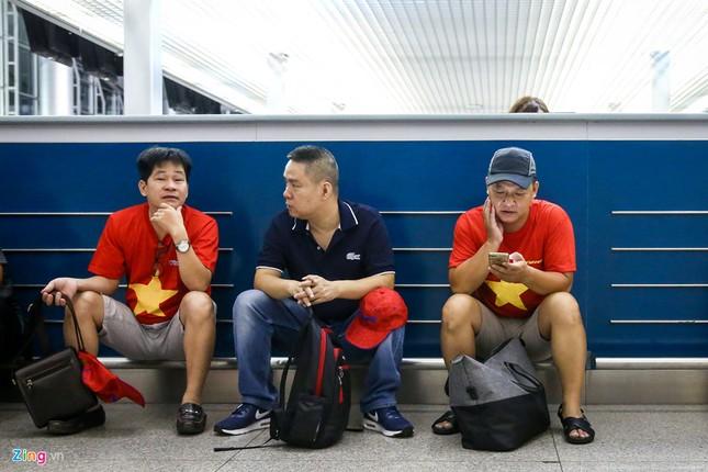 Người hâm mộ, các 'sao' 'tiếp lửa' cho Olympic Việt Nam từ mờ sáng ảnh 3