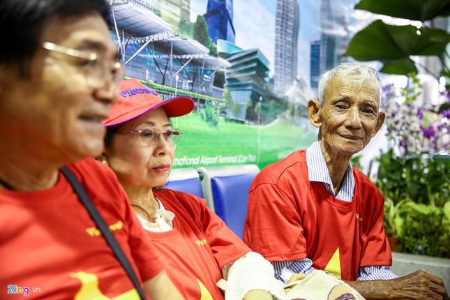 Người hâm mộ, các 'sao' 'tiếp lửa' cho Olympic Việt Nam từ mờ sáng ảnh 4