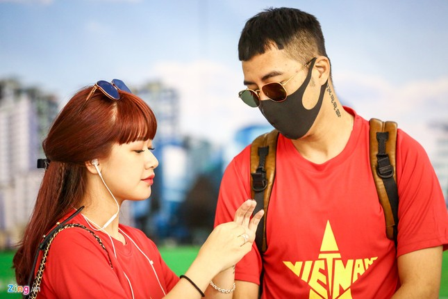 Người hâm mộ, các 'sao' 'tiếp lửa' cho Olympic Việt Nam từ mờ sáng ảnh 6