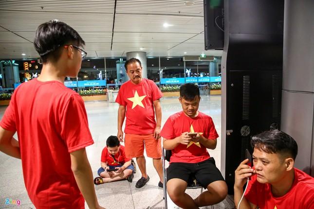 Người hâm mộ, các 'sao' 'tiếp lửa' cho Olympic Việt Nam từ mờ sáng ảnh 8