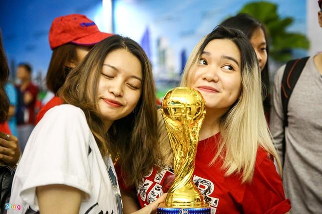 Người hâm mộ, các 'sao' 'tiếp lửa' cho Olympic Việt Nam từ mờ sáng ảnh 9