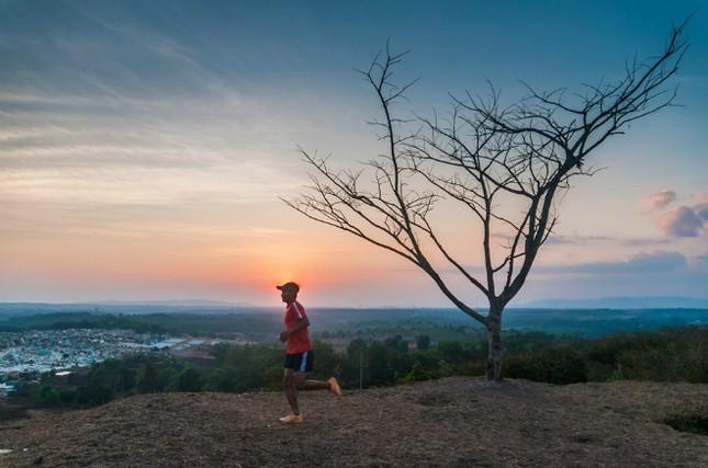 Người Việt 32 giờ không ngủ, chạy 171 km trên đỉnh núi tuyết ảnh 1